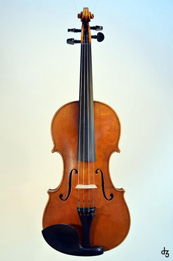 2 Geige Guarneri 3 Vorderansicht.jpg