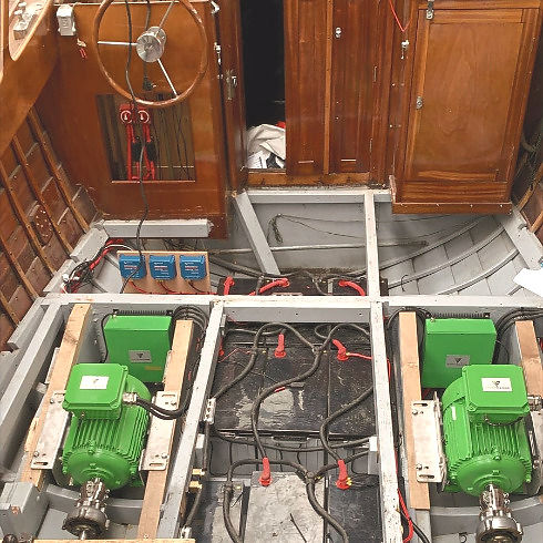 installation of electric boat motor in wooden boat