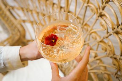 Olla poké gin tonic cocktails