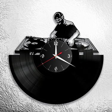 DJ - 1.jpg