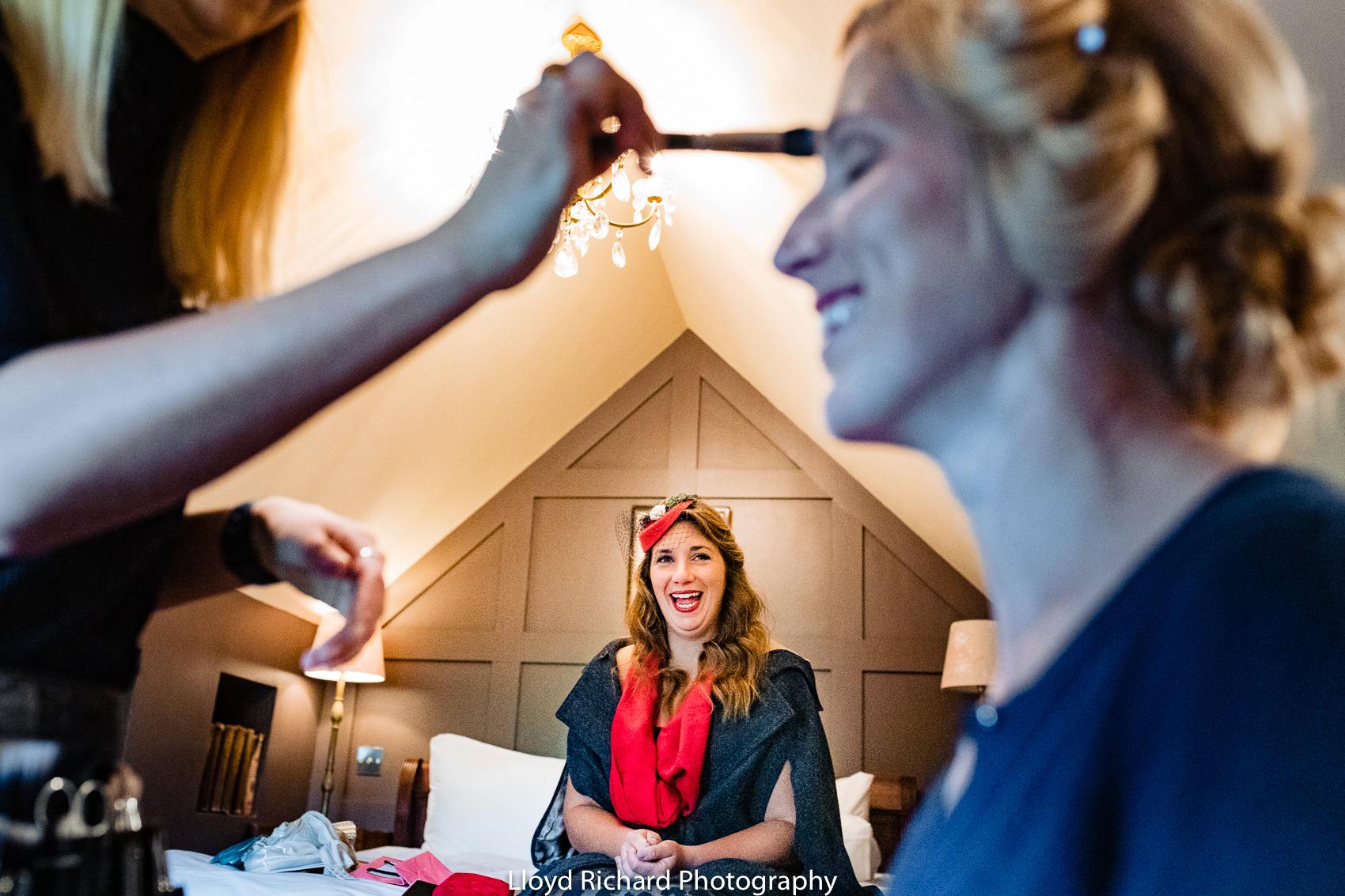 Wedding preparation in Chestnut Cottage in Beaulieu