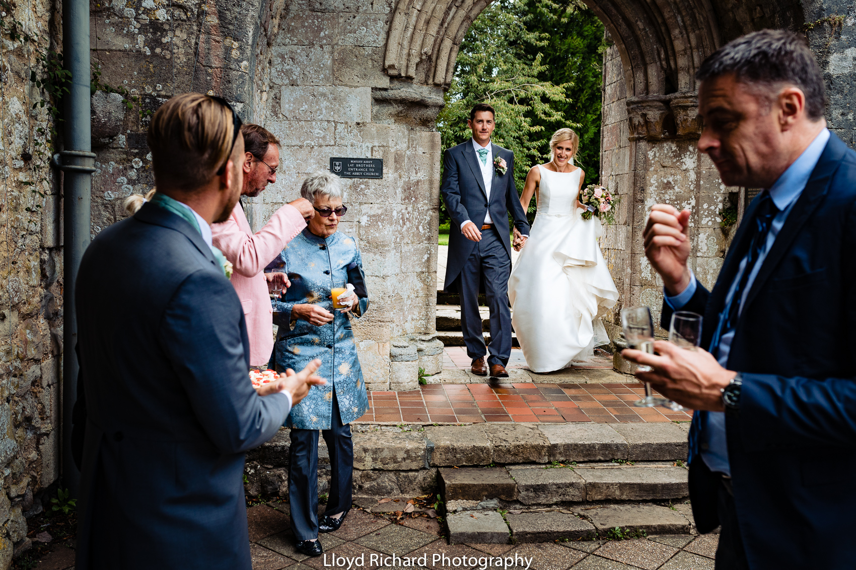 bride and groom arriving at Beaulieu Abbey Domus
