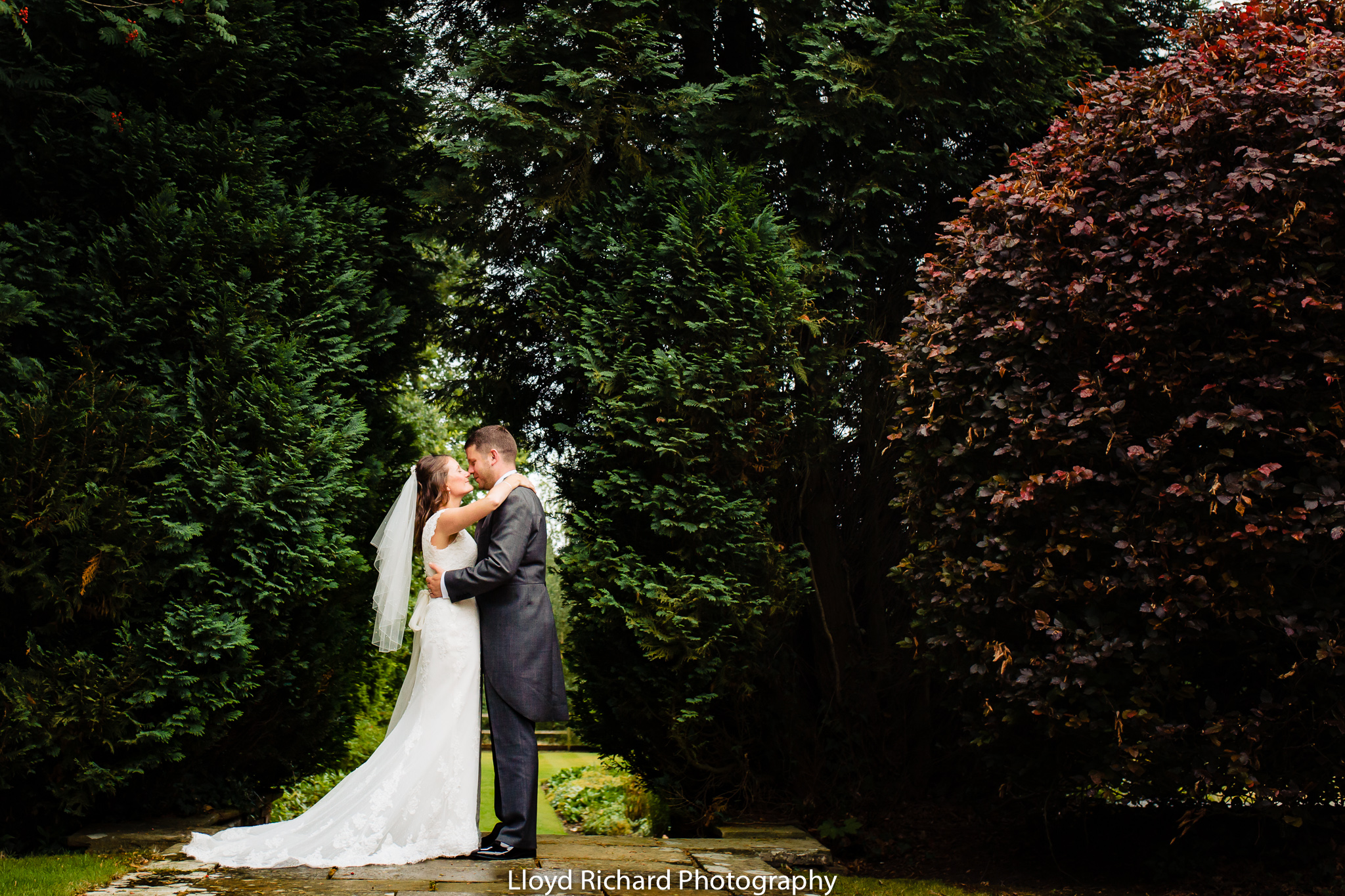 bride and groom wedding photos at De Vere New Place Shirrell Heath