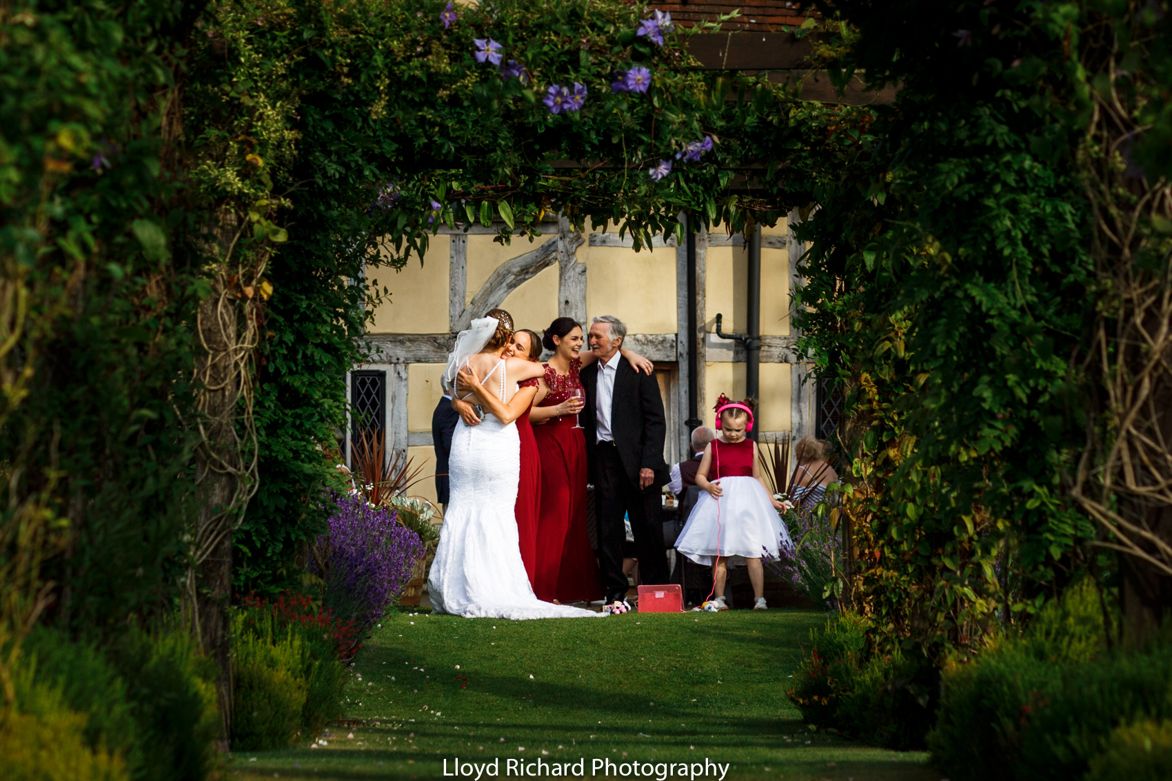 guest hugging at Cain Manor wedding