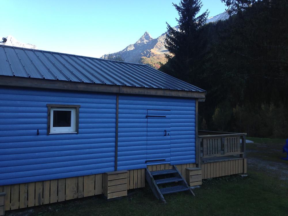 Nous avons relancer des travaux au camping depuis quelques semaines et sommes en train de repeindre un chalet. Le reconnaissez-vous ? Pensez à réserver pour cet hiver !