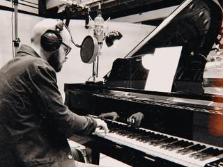 Simoni in studio di registrazione