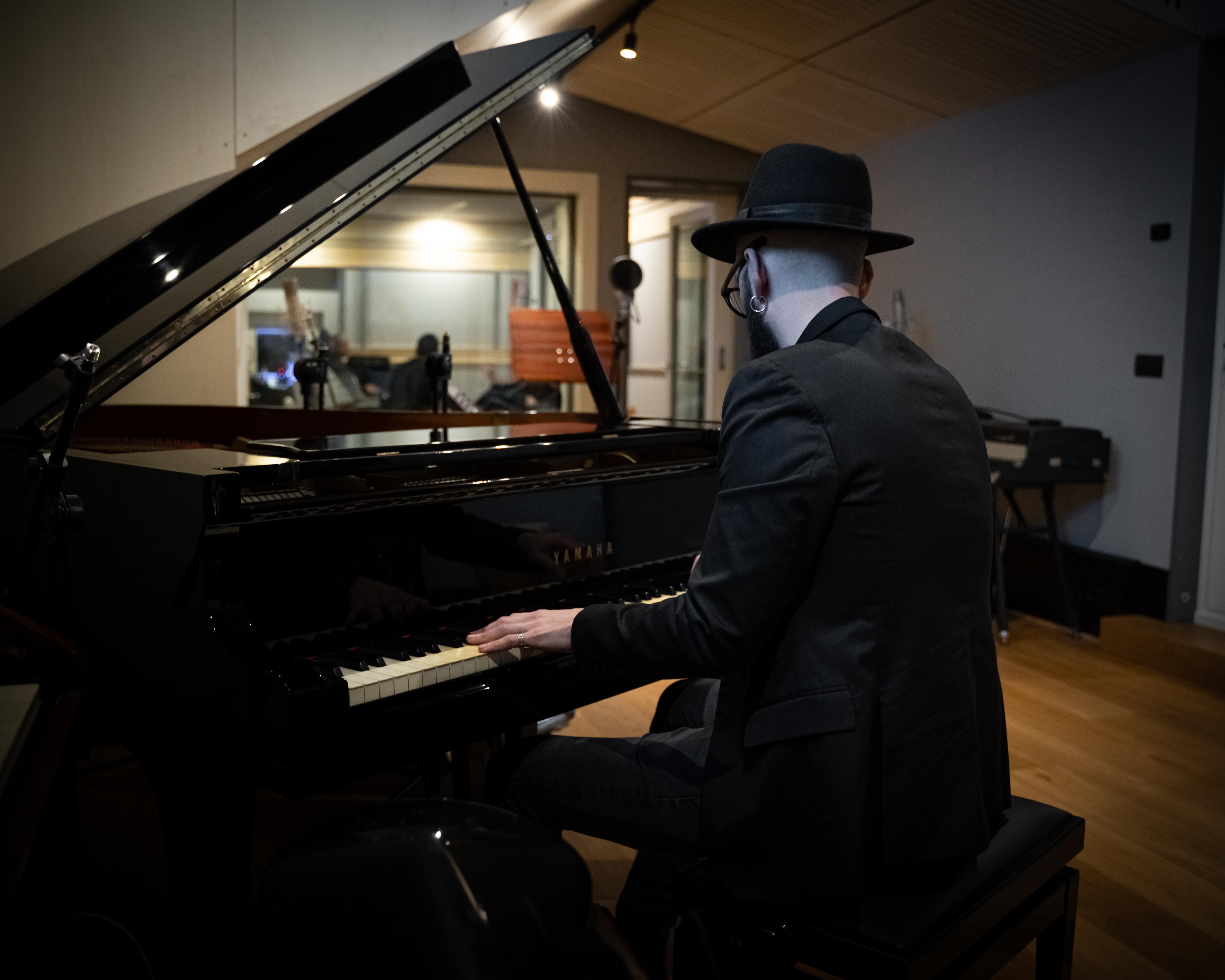 Paolo Simoni al piano. Pic by Kore
