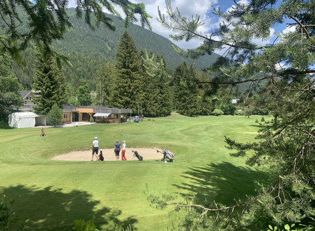 Igranje golfa v Kranjski Gori