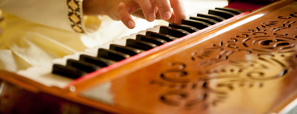 Harmonium%20is%20a%20old%20Indian%20inst