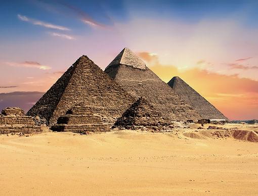 pyramids-2159286_1920.jpg