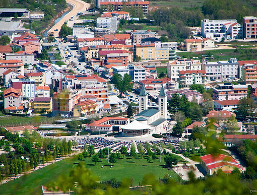Međugorje,_Bosnia_and_Herzegovina_Apr-26