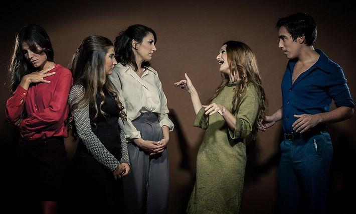 Las tres hermanas deconstrucción de Chejov, de Alejandro Genes, dirección Roberto Lachivita, Música original Mirko Mescia