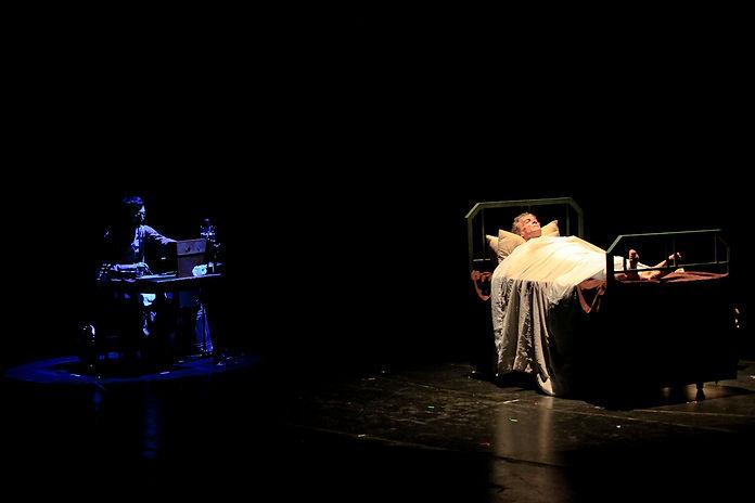 El vuelo del condor, de Patricia Zangaro, dirección Pompeyo Audivert, música original Mirko Mescia Teatrofonia