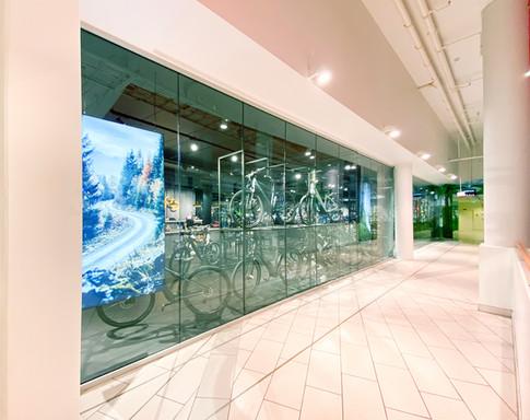 Montering av glassfasade på Bikeriet