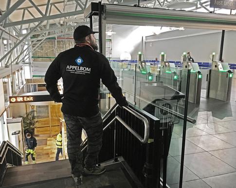 Glass, rekkverk og gitter - Avinor Tromsø lufthavn