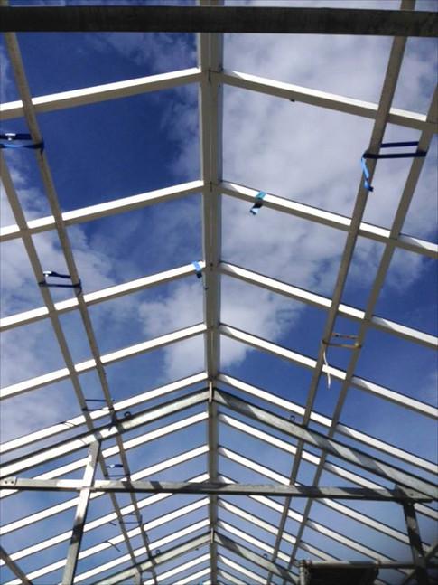 Utskifting av drivhusglass og bæresystem på Holt forsøksgård