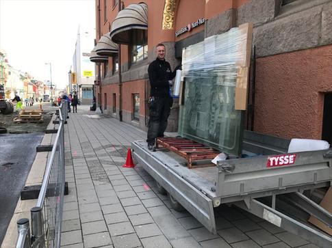 """Demontering av dekorglass i """"Rødbanken"""""""