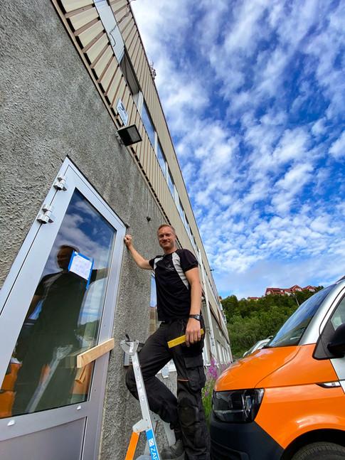 """Bytte av dører på """"Slottet"""" - Tromsø Kommune"""