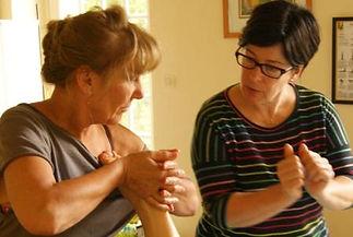 Massage bien-être des mains pour accompagner la maladie
