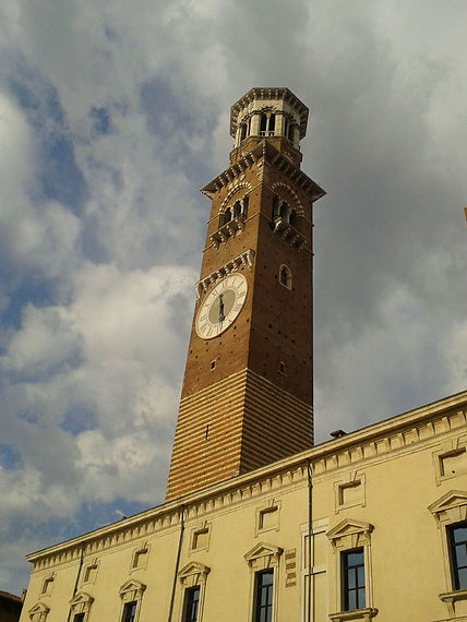 Verona, la torre dei Lamberti.jpg