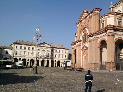 Voghera,piazza del Duomo.jpg