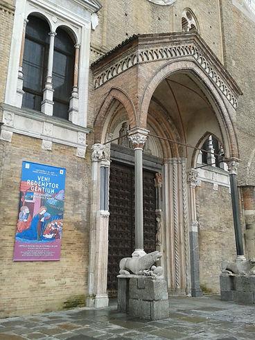 Lodi, Il Protiro del Duomo.jpg