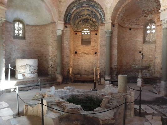 Albenga, interno del Battistero.jpg