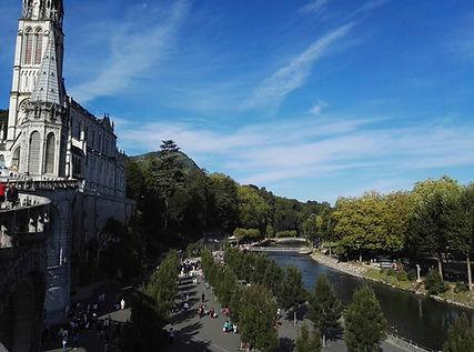 Lourdes Il fiume Gave dall'alto.jpg