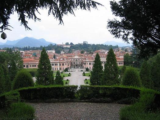 Giardino pal.Estense, Varese.JPG