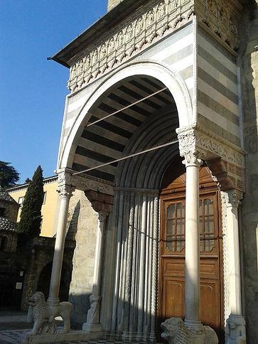 S.Maria Maggiore, P.rta dei Leoni.jpg