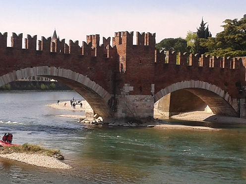 Verona, Ponte di Castevecchio.jpg