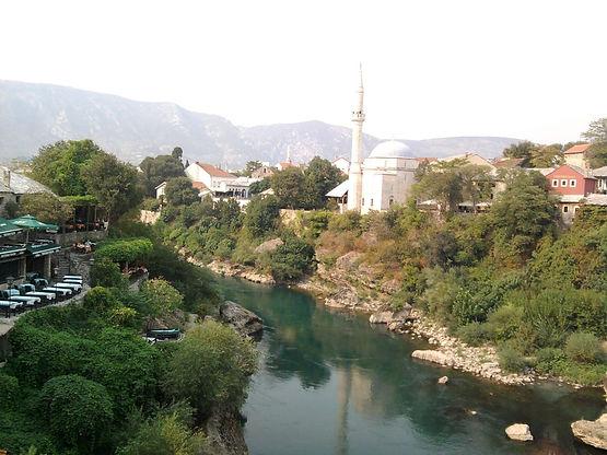 Il fiume on la moschea.jpg