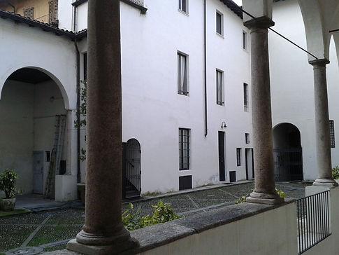 Lodi, il Cortile del Broletto.jpg