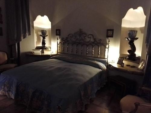 Villa Necchi, camera da letto.jpg