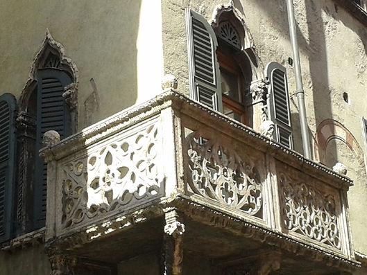 Verona, particolare balcone.jpg