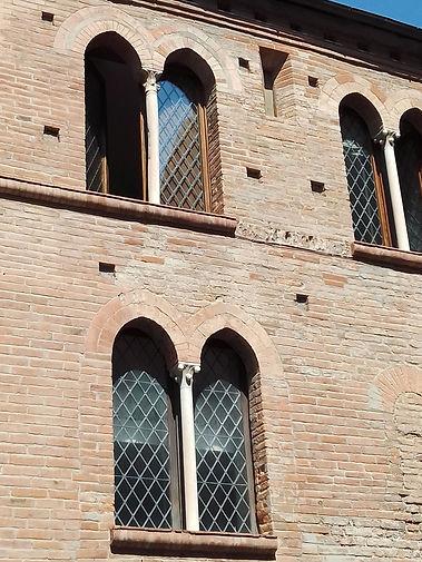 Albenga, palazzo in piazzetta dei Leoni.