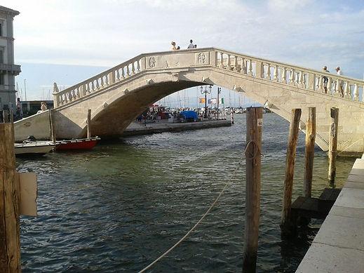 Chioggia, il ponte sulla Laguna.jpg