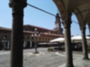 Vigevano, piazza Ducale con portici e to
