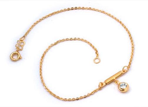 Tornozeleira formada por fio cadeado batido 0,40 com berloque de cristal.