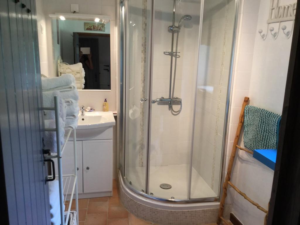 Noix bathroom.jpg
