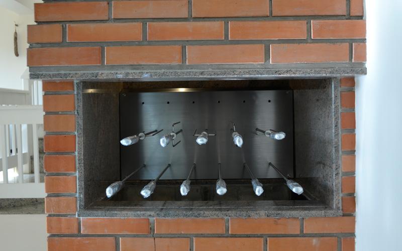 Churrasqueira Innovare 11 espetos com descanso.jpg