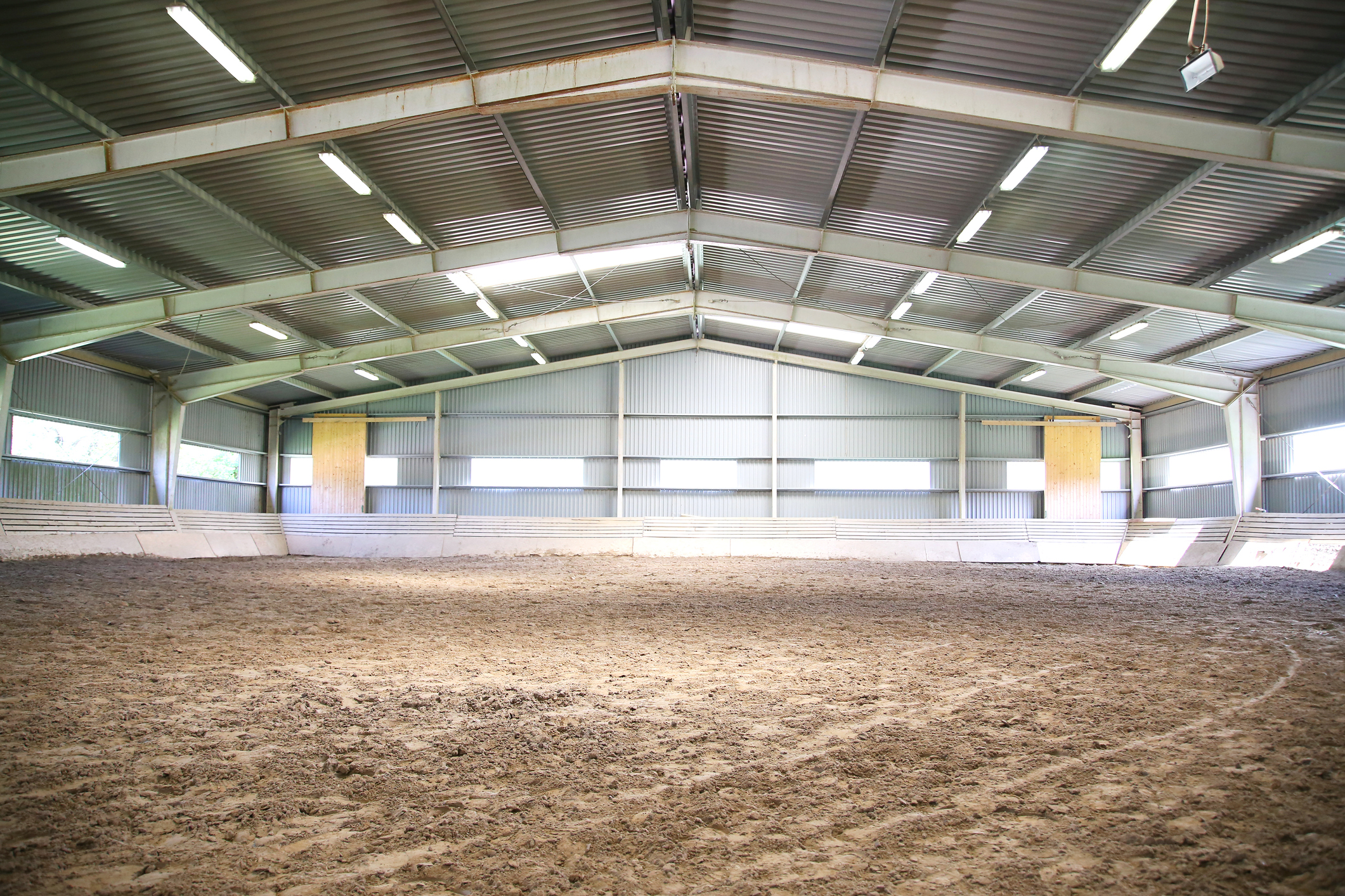 View-an-indoor-riding-arena-backlight-584570136_2125x1416.jpeg