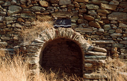 Ερείπια κτηρίου των χρόνων της ύστερης αρχαιότητας, στα ΒΑ. του ναού του Ευαγγελισμού