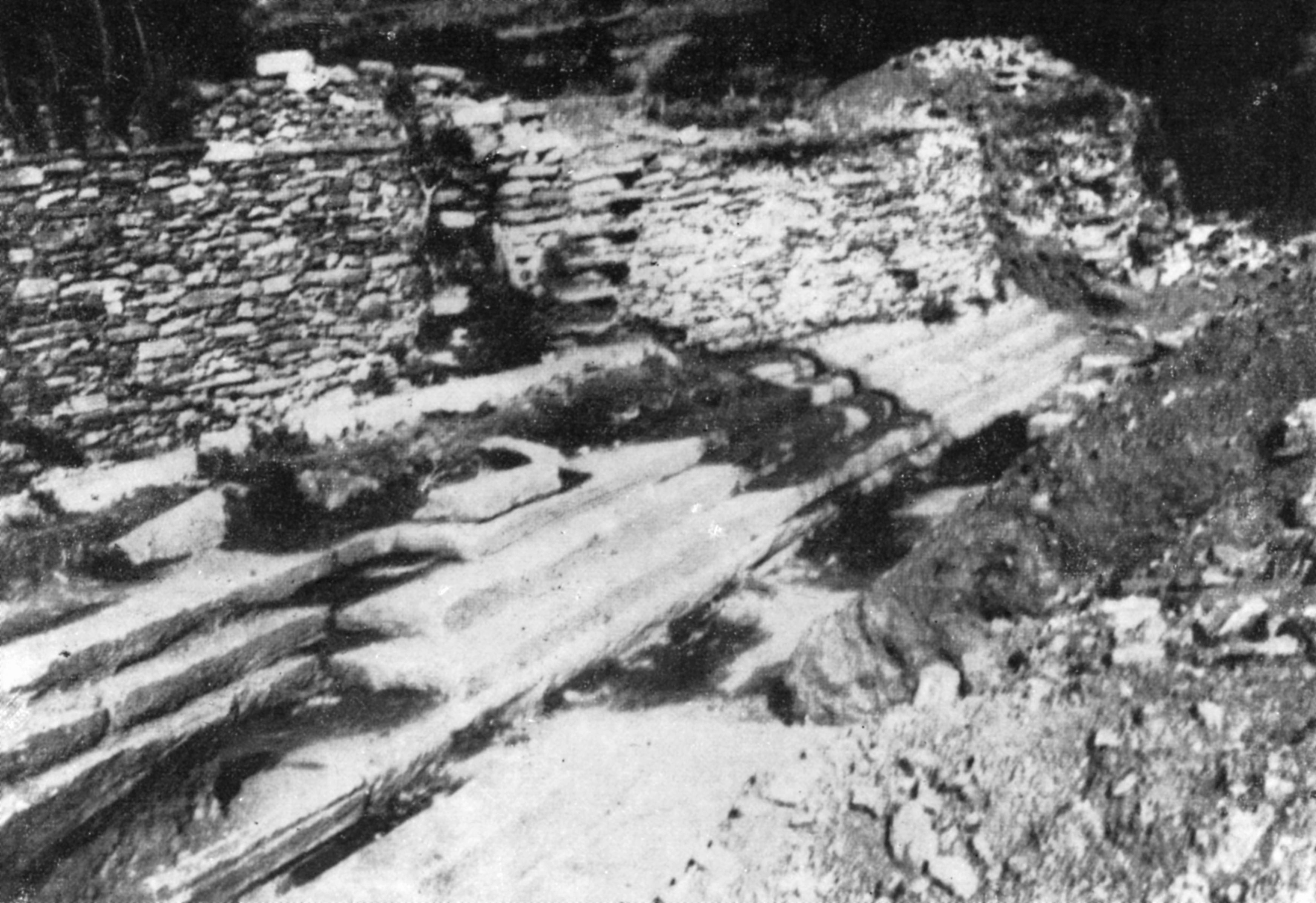 Ανασκαφή Ν. Κοντολέοντος (1956). Οι βαθμίδες της βόρειας στοάς στην αγορά της αρχαίας πόλης