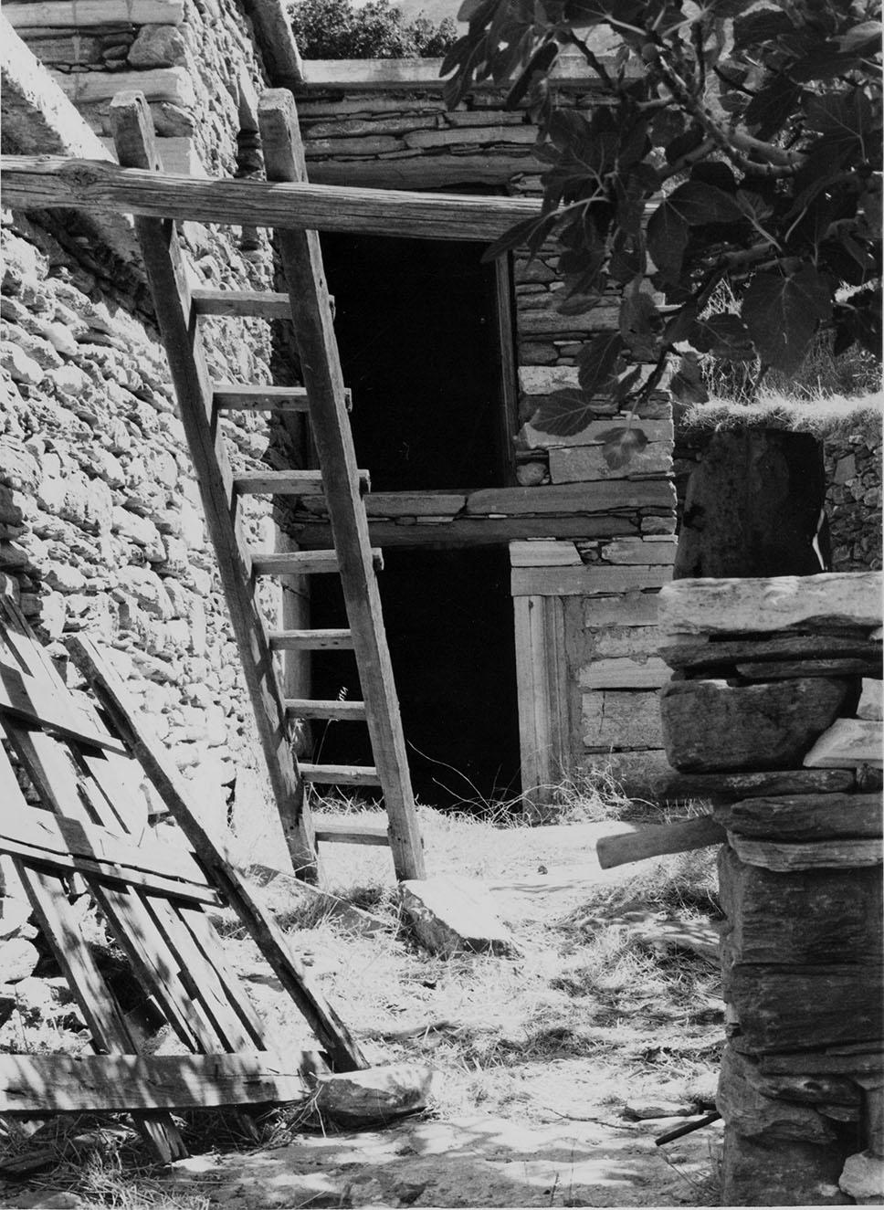 Άποψη του κελλιού του Φ. Φιλιππίδη, κτισμένου στα ερείπια αρχαίου ναού, στα Α της πόλης
