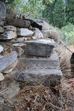 Η ΝΔ γωνία της κρηπίδας του ναού του Απόλλωνος Πυθίου
