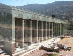 Φωτορεαλιστική αναπαράσταση της στοάς σε άποψη της κατασκευής από δυτικά