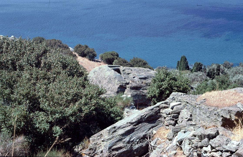 Τάφος λαξευμένος σε βράχο στο δυτικό νεκροταφείο της πόλης