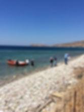 Η μεταφορά των υλικών στην παραλία Παλαι