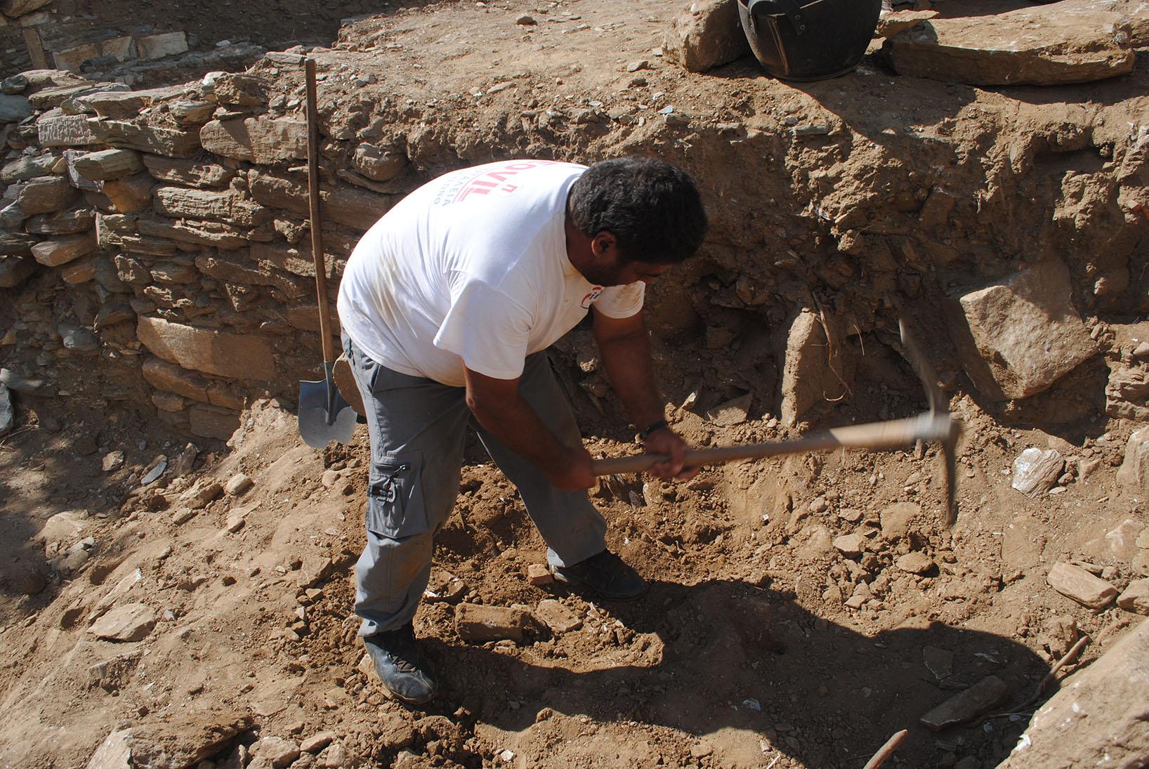 Η αρχαιολογική σκαπάνη επί το έργον